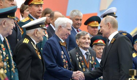 http://www.kremlin.ru/events/president/news/60490/photos/58803