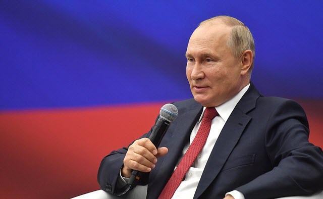 http://www.kremlin.ru/events/president/news/66428/photos/66372